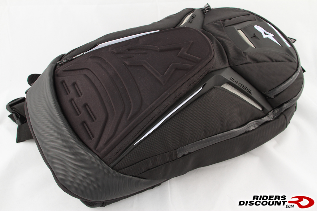 d3c65c9587 Various compartments are laid out so you can easily find the items you need